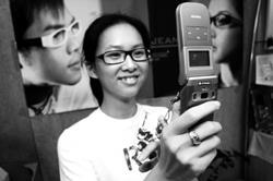 「社交高手」善用照相手機及3G網路,成為交友及打擊罪犯的利器。
