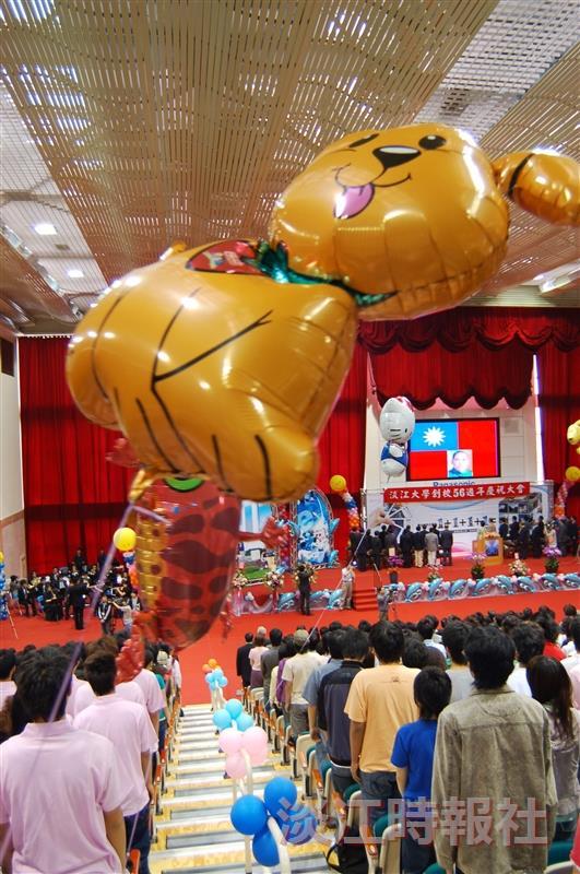 校慶慶祝大會,喜氣洋洋賀壽。