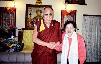 西藏研究中心主任吳寬於上月17日拜會達賴喇嘛,達賴對於本校率先研究西藏文化,表示相當欣慰。(圖/吳寬提供)