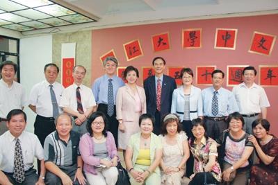 中文校友捐助五虎崗文學獎