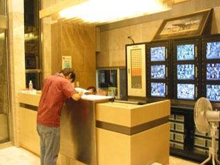 淡江學園管理嚴格,一百多台監視器讓安全無死角。