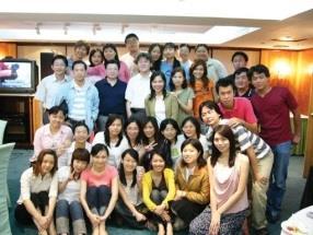 中文系辦謝師宴,師生相約即使畢業也要作伴。(中文系提供)
