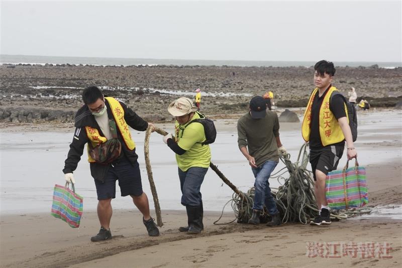 經濟系邀4校洲子灣淨灘