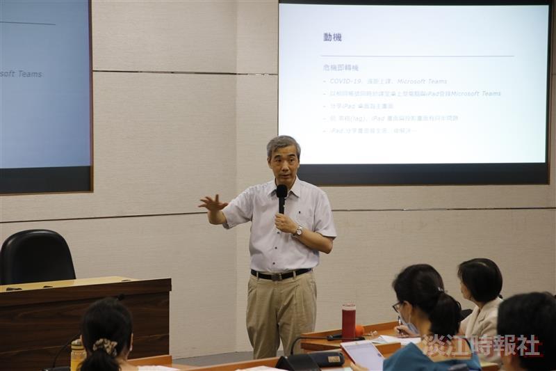 經濟系教授萬哲鈺分享利用IPAD上課 ,取代黑板功能