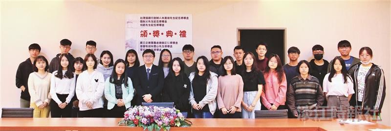 生輔組頒6獎學金30同學受惠