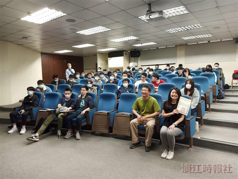 Google合作夥伴業務前負責人黃詩妤來校演講