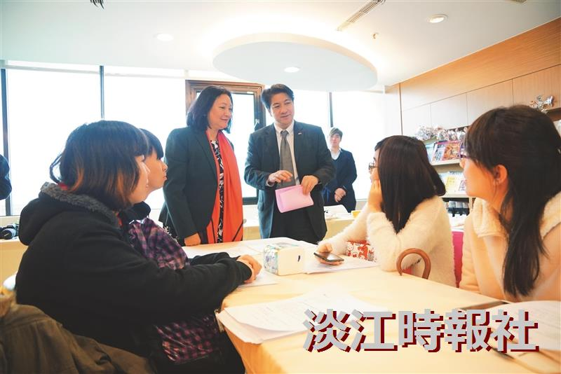 香港經濟貿易文化辦事處主任來校探視港生